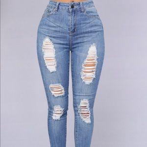 Fashion Nova Off Shore distressed Jeans size 7